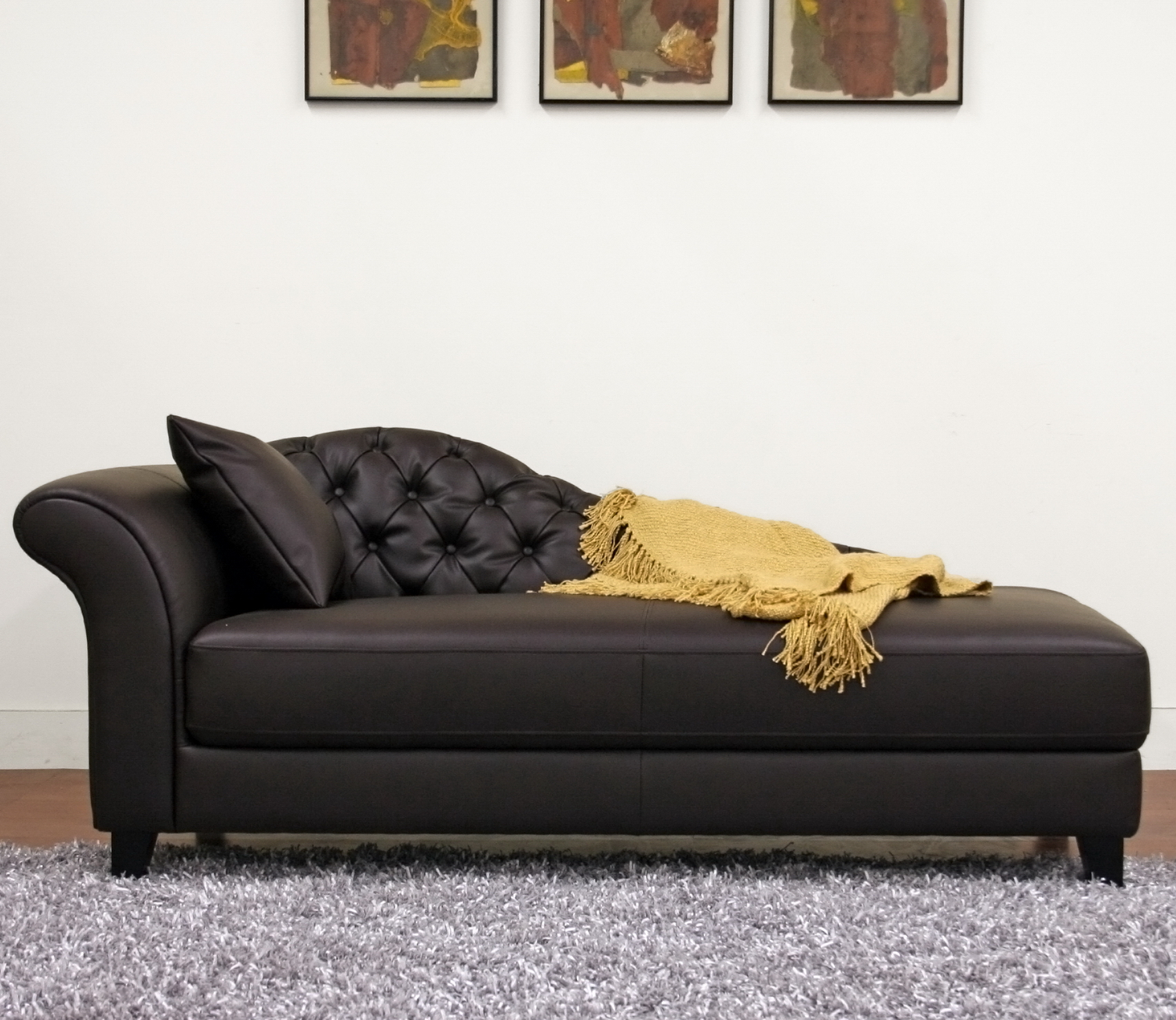 Chaise loungs how to decorate living room for Chaise leather lounge